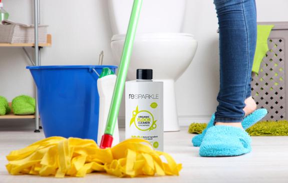 Lau nhà vệ sinh sạch