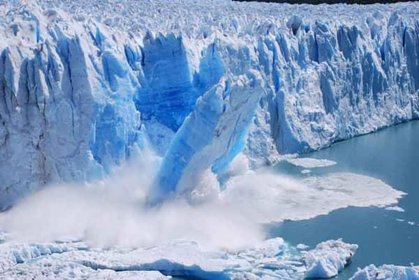 Núi băng và sông băng tan chảy