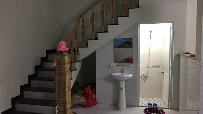 Đặt bể phốt dưới gầm cầu thang