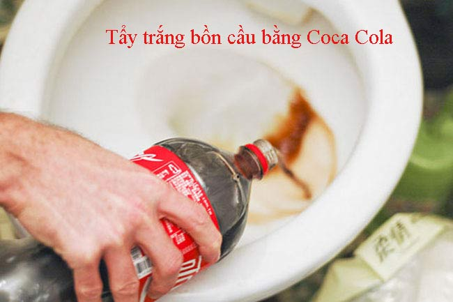 Tẩy trắng bồn cầu bằng Coca Cola